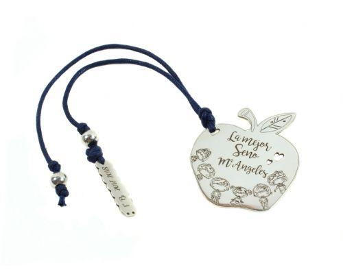 Marcapáginas Manzana fabricado en Plata de Ley con los nombre de la Seño y los Alumnos mi collar